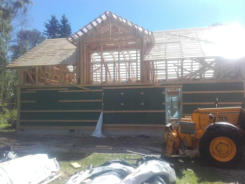 Talon rakentaminen vauhdissa.
